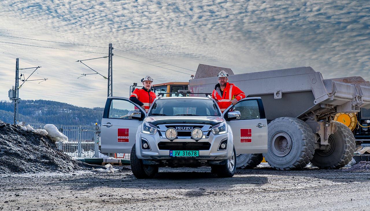 Cato Karlsen i RG Mobility sammen med Veidekkebil og -representant